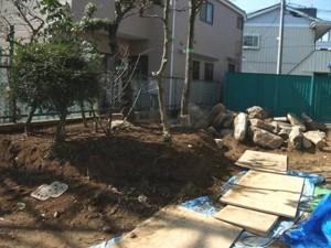 施工中の庭