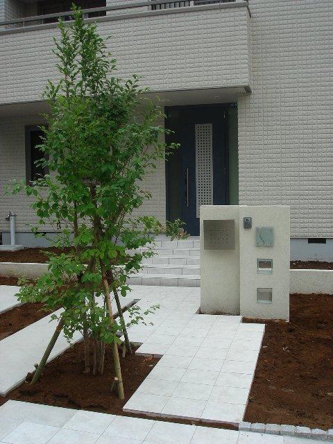 埼玉 目隠しシンボルツリー