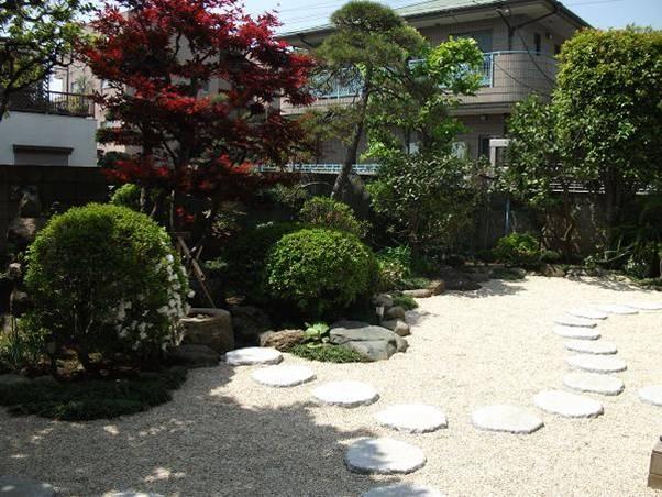 東京 芝のお庭から砂利敷きへ
