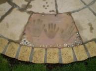 神奈川 家族の手形 モニュメント
