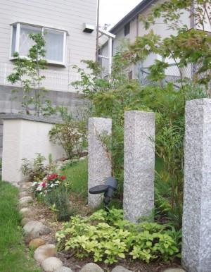 石柱とガーデン灯