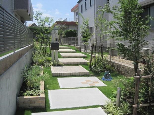 雑木の小道のアプローチ