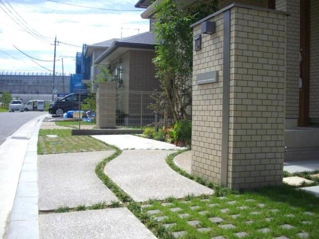 曲線の草目地と緑化舗装ブロック