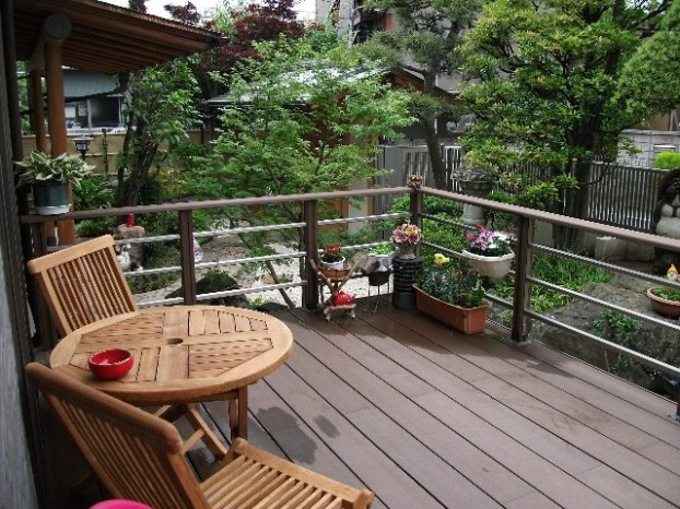 東京 快適スペースのウッドデッキ