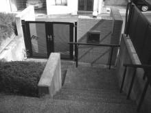 施工前 玄関ポーチから門を望む