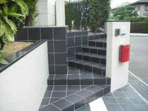 玄関ポーチまでの階段