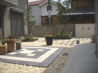 明るく開放的な中庭