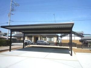 屋根つき駐車スペース
